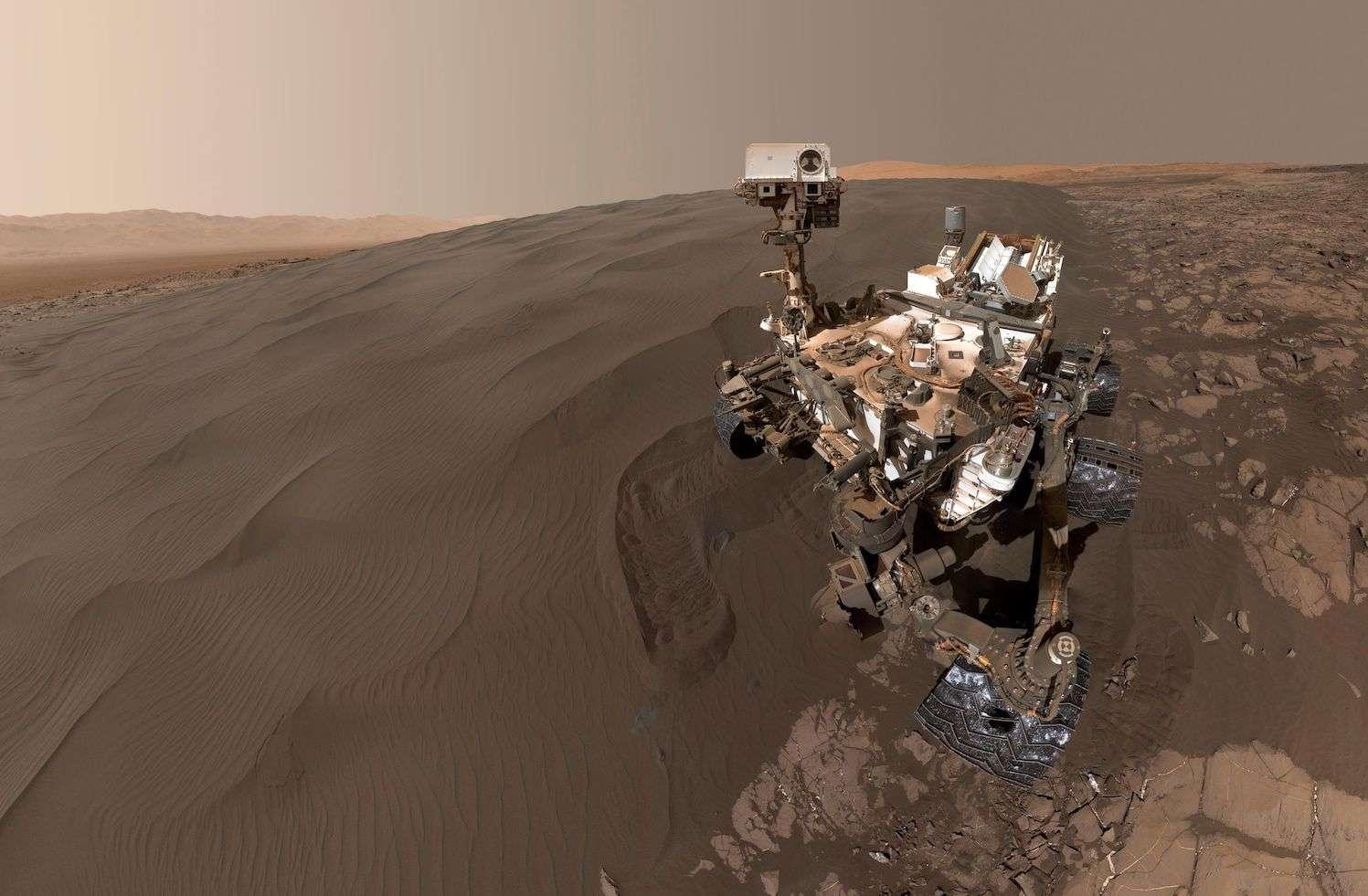 Le dernier selfie de Curiosity. Le rover pose devant le front de la dune de Namib. Cette image mosaïque a été prise le 19 janvier 2016. © Nasa, JPL-Caltech, MSSS