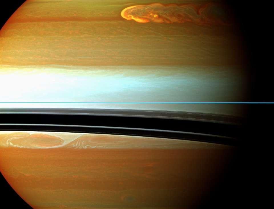 Mosaïque en fausses couleurs réalisée à partir des images prises par la sonde Cassini. © Nasa/JPL-Caltech/Space Science Institute