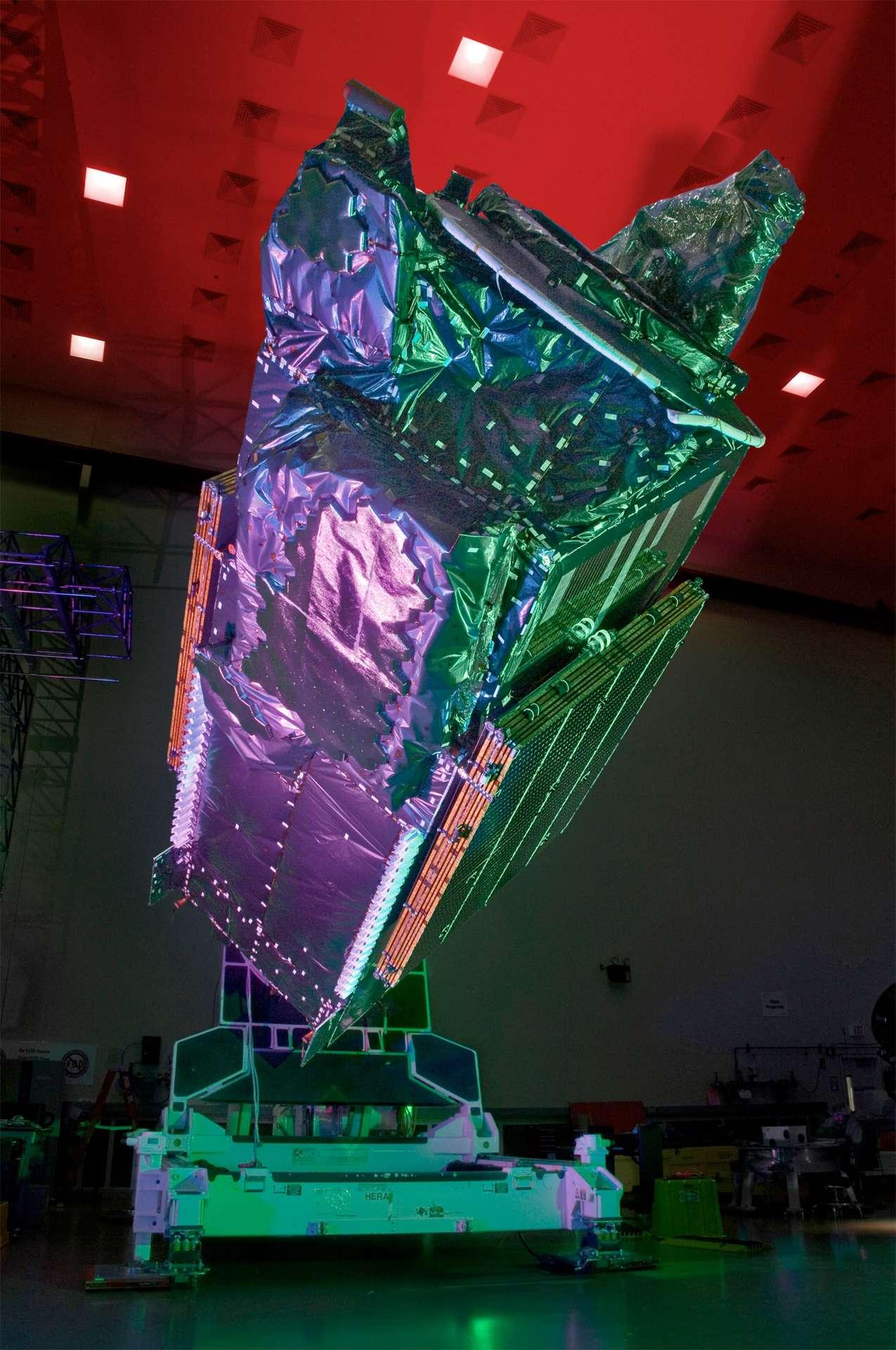 Le satellite TerreStar-1 pourrait favoriser l'accès à Internet dans des pays qui connaissent un très faible taux de pénétration de ce média. C'est le pari fait par l'organisation A human right qui veut racheter le satellite, le positionner au-dessus de la Papouasie-Nouvelle-Guinée et fournir un service gratuit. © Space Systems/Loral