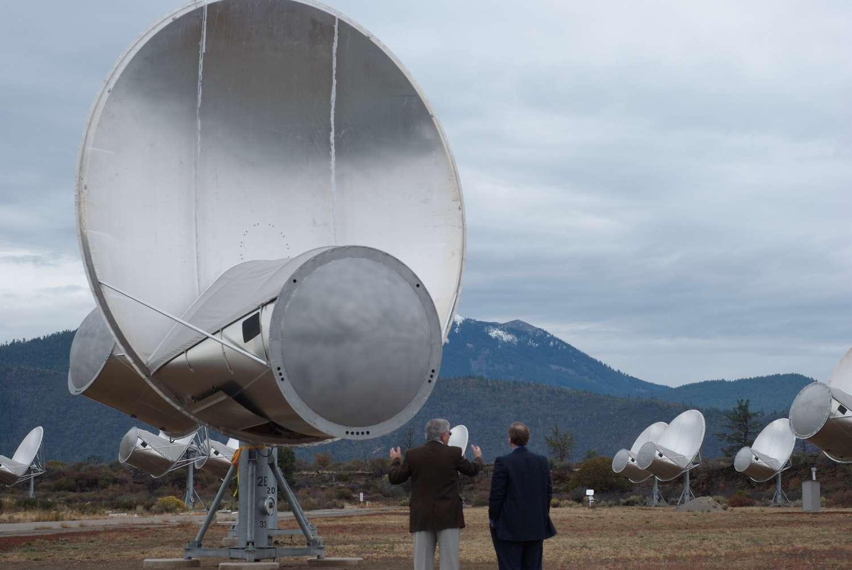 Une partie des 42 antennes du réseau de télescopes Allen, aux États-Unis. À terme, cet observatoire devrait compter 350 antennes. Il est essentiellement utilisé pour rechercher des formes de vie extraterrestres intelligentes. © Colby Gutierrez-Kraybill, Flickr, CC by 2.0