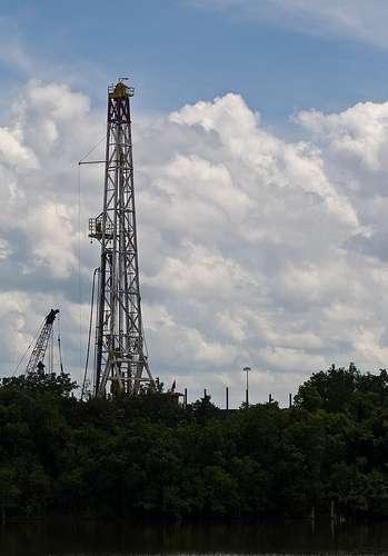 Une plate-forme d'exploitation de gaz naturel. © danielfoster437 CC-by-sa 2.0