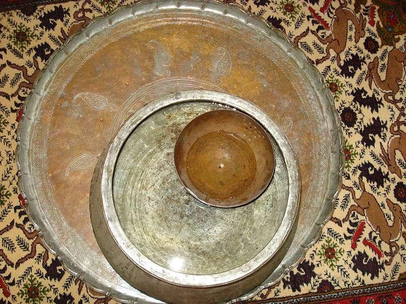 Une clepsydre est une horloge à eau. Ici, une ancienne clepsydre perse. © Maahmaah, Wikipedia, DP