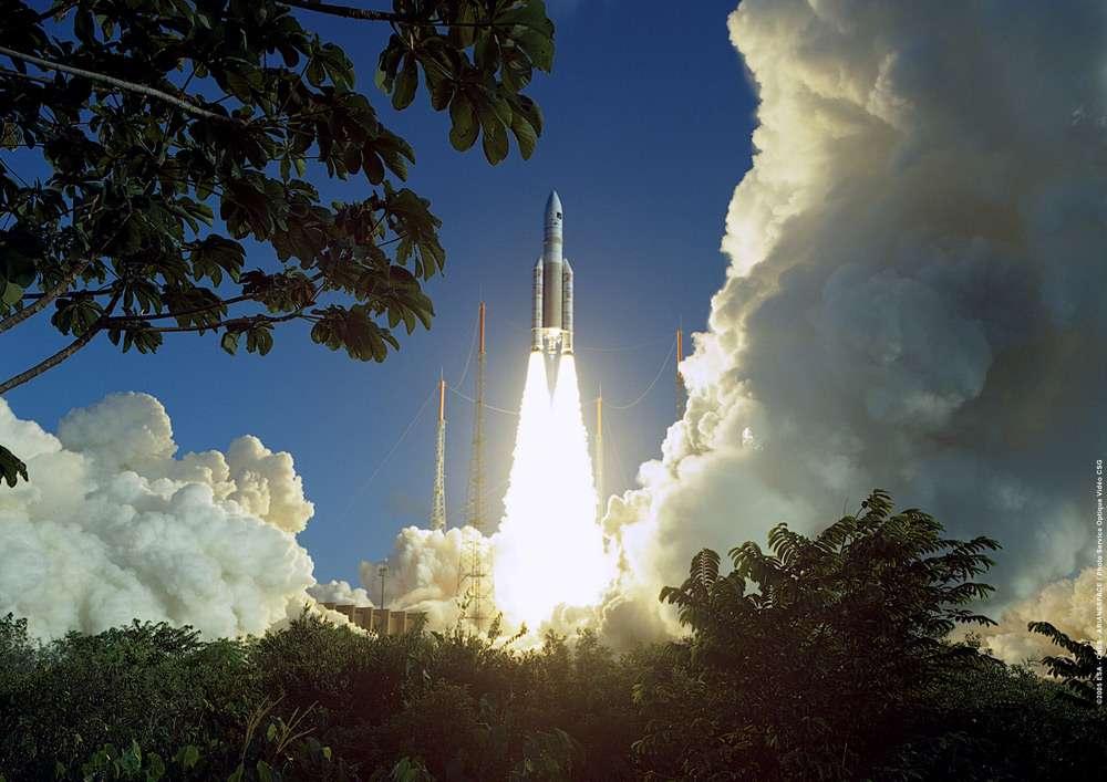 Ce soir, Ariane 5 sera lancée depuis le Centre spatial guyanais pour mettre en orbite les satellites Sky Muster et Arsat-2. Ici, le vol d'Ariane 5 Eca, le 12 février 2005. © Cnes/Cnes/Esa/Arianespace/CSG Service Optique