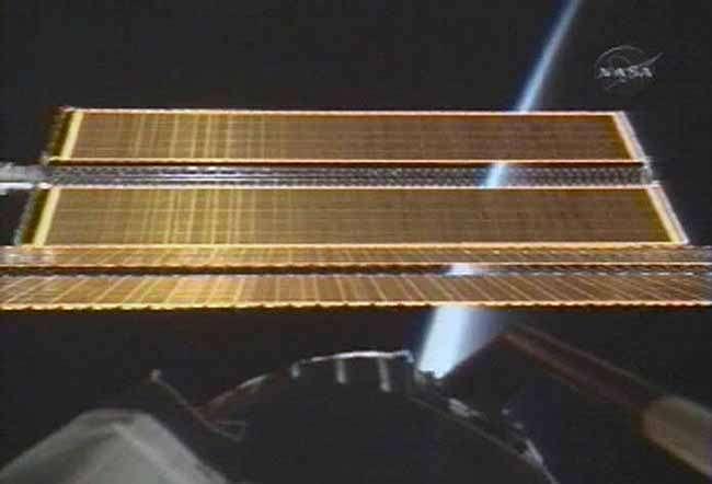 Panneau solaire en train de se déployer. Crédit Nasa