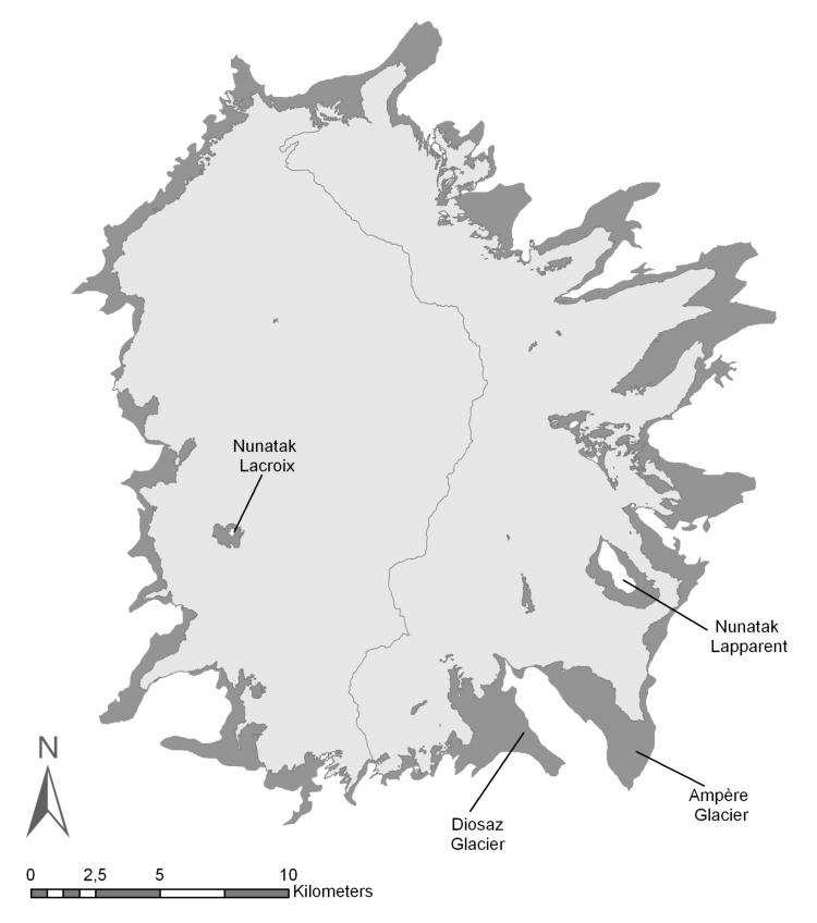Etendue de la calotte Cook entre 1963 (gris foncé) et en 2003 (gris clair). On remarque que le recul glaciaire est asymétrique, en l'occurrence, plus important à l'est. © AGU 2009