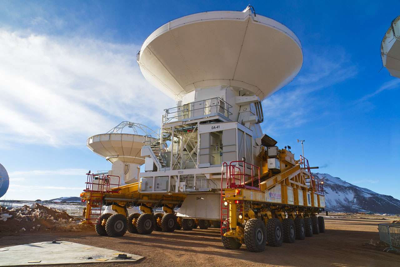 Première antenne européenne destinée au radiotélescope Alma. © ESO/S. Rossi