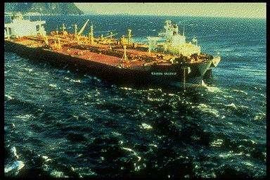 L'Exxon Valdez, à l'origine de l'une des pires marées noires de l'histoire(Crédits : NOAA)
