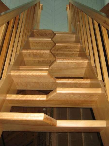 Un escalier japonais permet de gagner de la place. © DR