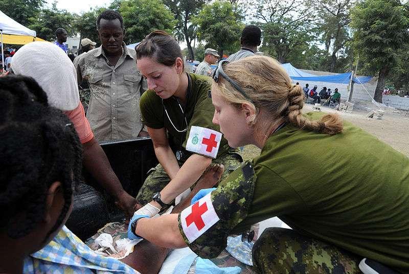 Depuis un an, les aides humanitaires tentent de porter secours à la population haïtienne. © DR