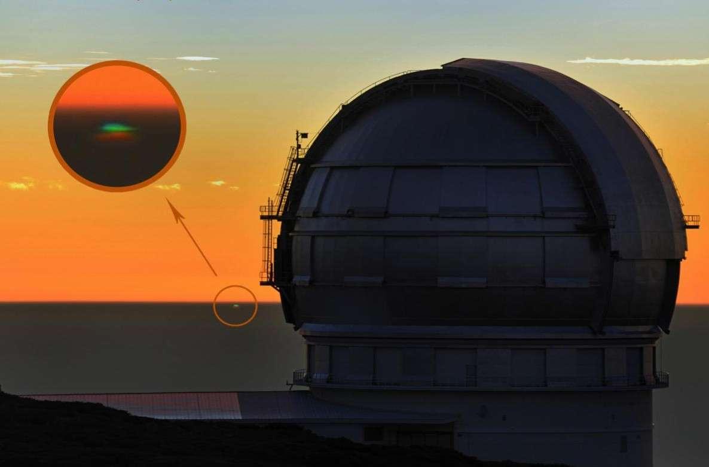 Le rayon vert saisi depuis le sommet de l'île canarienne de La Palma où se trouve le Gran Tecan, Grand Télescope des Canaries, avec son miroir de 10,40 mètres de diamètre. Crédit C. Krier/L. Courier