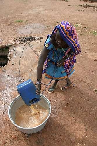 L'eau insalubre cause plus de morts dans le monde que la guerre. © hdptcar CC by-sa 2.0