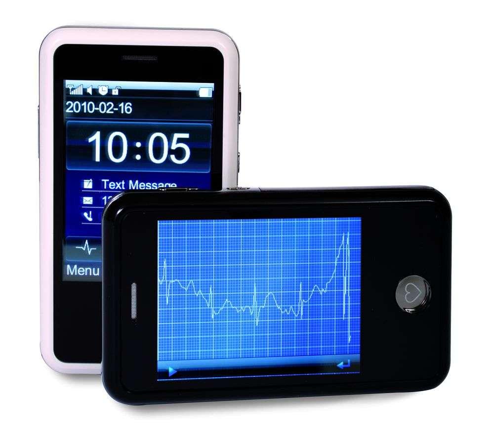 En appliquant deux doigts sur les côtés du H'andy sana 210 durant trente secondes, on obtient un électrocardiogramme à l'écran. En prime, on peut mesurer la pression artérielle, la glycémie et le taux de cholestérol. © Medical Marketing Berlin