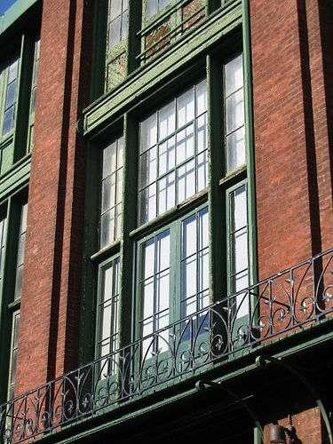 La fenêtre à la canadienne s'ouvre en un seul tenant horizontal. © sookie, CC BY 2.0, Flickr