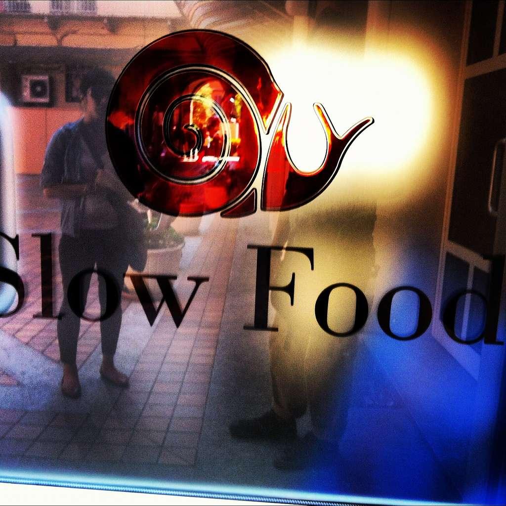 Le mouvement slow food (logo à l'image) est originaire de la ville d'Alba, en Italie. © John Herschell (Special*Dark), Flickr, cc by sa 2.0