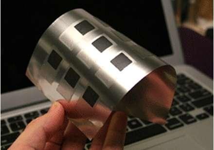 Issue d'une technique d'impression sur un support en polymère souple, la batterie au zinc mise au point par Imprint Energy est souple et n'est pas plus épaisse que deux cheveux superposés. Elle a également l'avantage d'être très bon marché et non polluante. © Imprint Energy