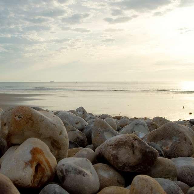 La composition d'une plage (galet, sable, etc.) dépend de l'histoire géologique de la région. © equinoxefr, Flickr, cc by nc sa 3.0