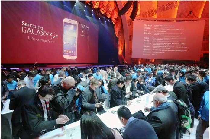 Samsung a sorti le grand jeu pour la présentation du Galaxy S4, avec une conférence organisée au Radio City Music Hall de New York. © Samsung
