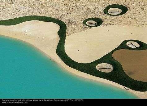 Construction d'un golf à cap Cana, République dominicaine. © Yann Arthus-Bertrand, tous droits réservés, www.yannarthusbertrand.org