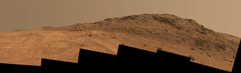 Le rover Opportunity s'est établi sur les pentes sud de la région Hinners Point, située sur la crête nord de la vallée de Marathon, ici photographiée par Opportunity le 14 août 2015 (sol 4.108). Cette zone ouvre un passage dans les remparts du cratère Endeavour. © Nasa, JPL-Caltech, Cornell University, Arizona State University