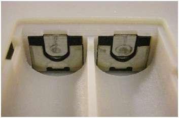 Deux contacteurs Instal Load en position dans le compartiment. Leur encombrement n'est guère supérieur à celui d'un modèle normal. © Microsoft