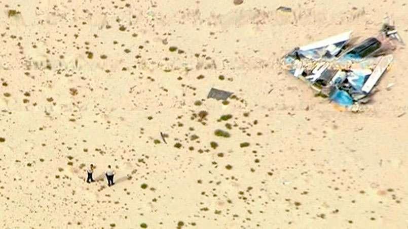 Une partie des débris du SpaceShipTwo après son crash qui aura coûté la vie à Michael Alsbury, un des deux pilotes d'essai. © Knbc-TV