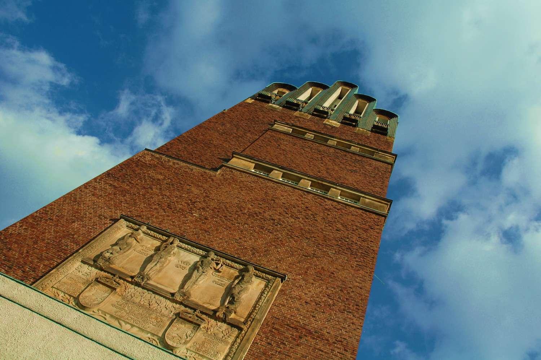 Le darmstadtium tient son nom de la ville allemande de Darmstadt. Ici, la tour des Mariages, ou tour à Cinq Doigts, érigée à Darmstadt en 1908. © Daxis, Flickr, CC by-nd 2.0