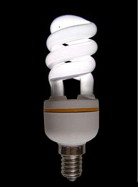 L'électricité consommée pour produire la lumière de cette ampoule est la fraction d'énergie primaire réellement utilisée : l'énergie finale. © Mattia Luigi Nappi, Wikimedia CC by-sa 3.0