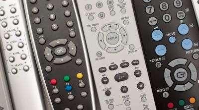 Selon une étude Logitech, 51 % des Français possèdent désormais au moins quatre télécommandes. © Supertrooper