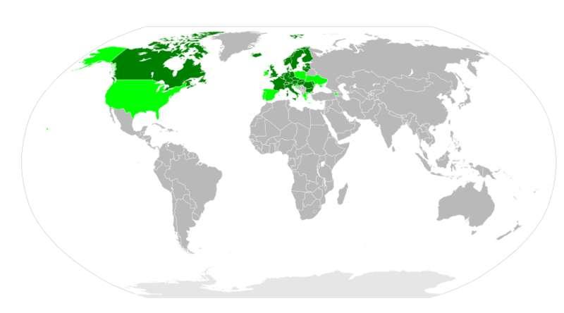 Les pays concernés en 2007 par le protocole d'Aarhus. En vert clair figurent les pays qui ont signé le protocole, en vert foncé ceux qui l'ont ratifié. © AndrewRT, Wikimedia CC by-sa 3.0