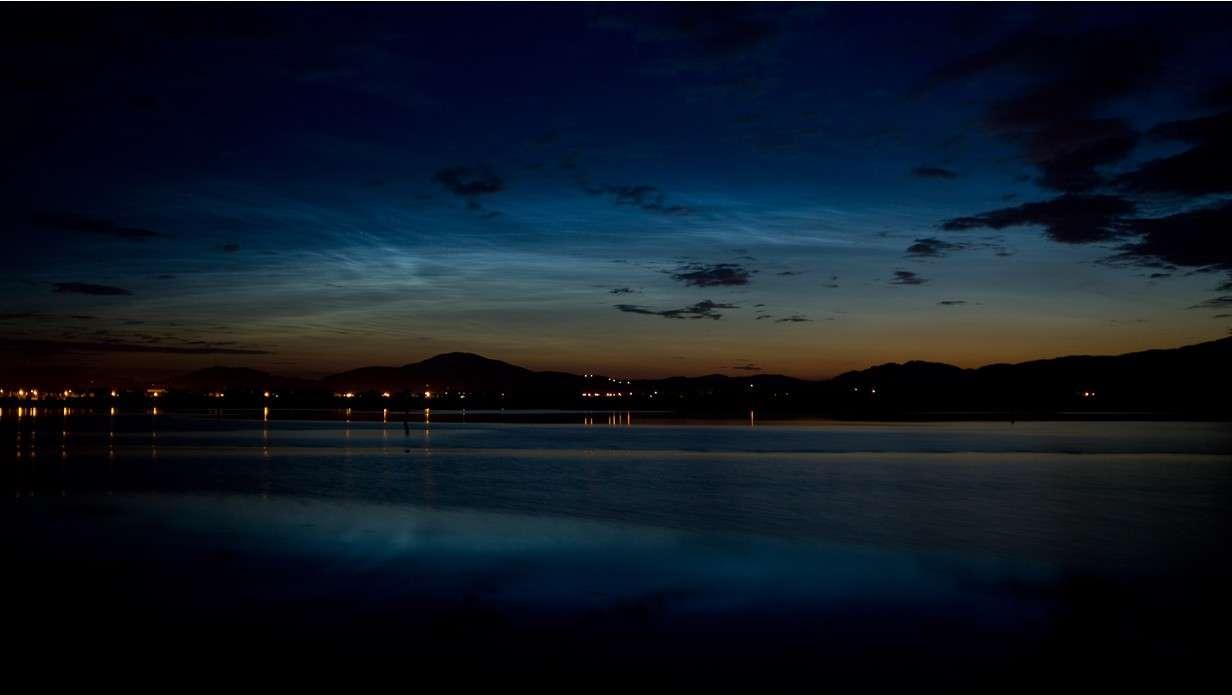 Nuages noctulescents observé en Irlande le 16 juin 2010. Crédit Peter McCabe