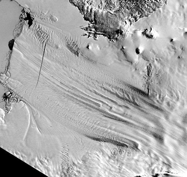 Le glacier de l'île du pin contribue déjà à plus de 25 % de la perte de calotte glaciaire antarctique, avec une perte de 20 Gt en moyenne par an entre 1992 et 2011, sur 65 Gt de recul annuel moyen de la calotte antarctique. © Nasa, Wikipédia, DP