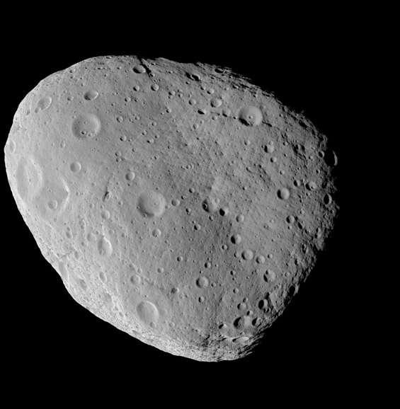 Image de synthèse de l'astéroïde Lutetia tel qu'il devrait être observé par la caméra à haute résolution Osiris/NAC le 10 juillet quelques minutes avant que la sonde ne passe au plus près de l'astéroïde (3.160 km). Cette image prend en compte la taille et forme globale de l'astéroïde, connues grâce à des observations effectuées depuis le sol ainsi que les caractéristiques optiques de la caméra. Les détails de la surface, notamment les cratères, ont été ajoutés artificiellement. Crédit Laboratoire d'Astrophysique de Marseille (Laurent. Jorda)