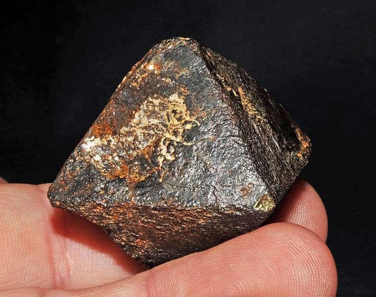 La magnétite peut être trouvée sous la forme d'un cristal octaédrique. © Parent Géry, Wikimedia common, CC by-sa 3.0