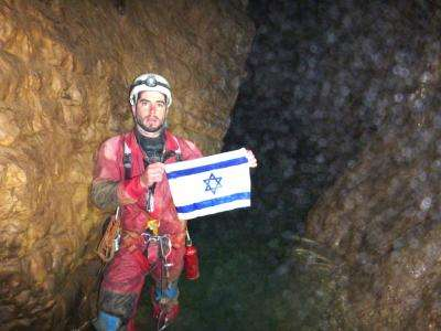 Boaz Langford faisait partie de l'équipe israélienne qui a atteint, sans utiliser de matériel de plongée, une profondeur de 2.080 m dans le gouffre de Krubera-Voronya. Cette cavité a été découverte en 1960. Les spéléologues de l'époque étaient alors descendus jusqu'à 180 m de profondeur. © Hebrew University