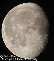 Certains cratères des pôles de la Lune ne voient jamais la lumière du Soleil, ils pourraient contenir de la glace d'eau et d'autres molécules