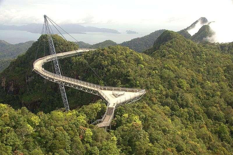Le Sky Bridge de Langkawi permet de contempler la canopée de la jungle Malaisienne. © The Dilly Lama CC by
