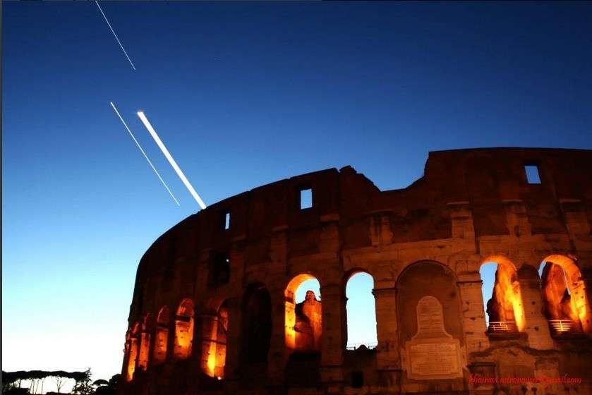 Filé de Jupiter, Vénus et la Lune au cours d'une pose longue le 24 février au-dessus du Colisée à Rome. © Mostafa Khosravi