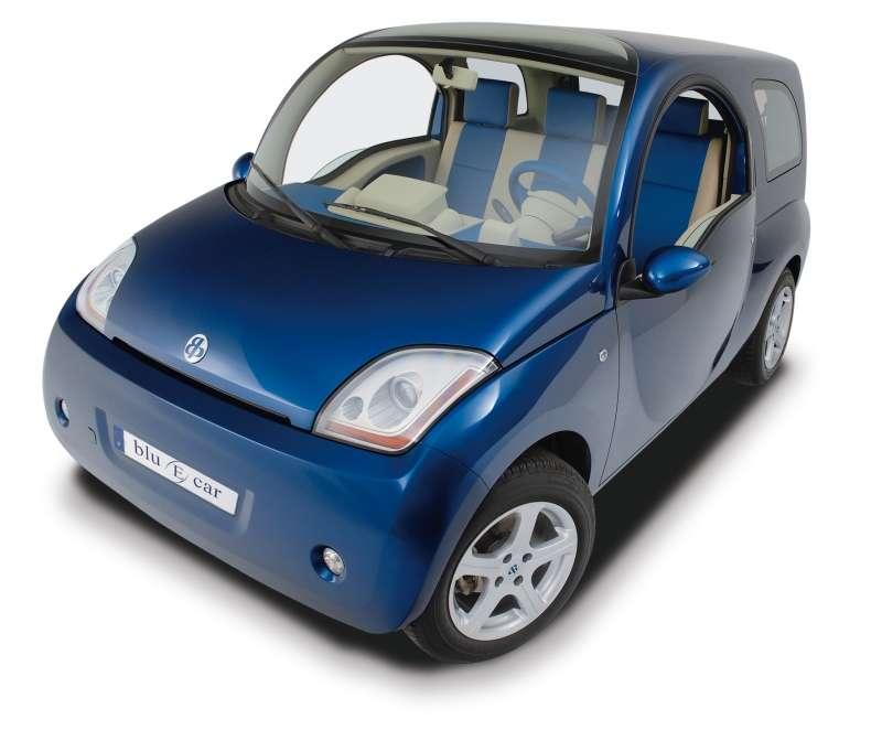 Compacte, modulaire, non polluante, la Blue Car a des atouts pour séduire. Crédit : Batscap/Bolloré