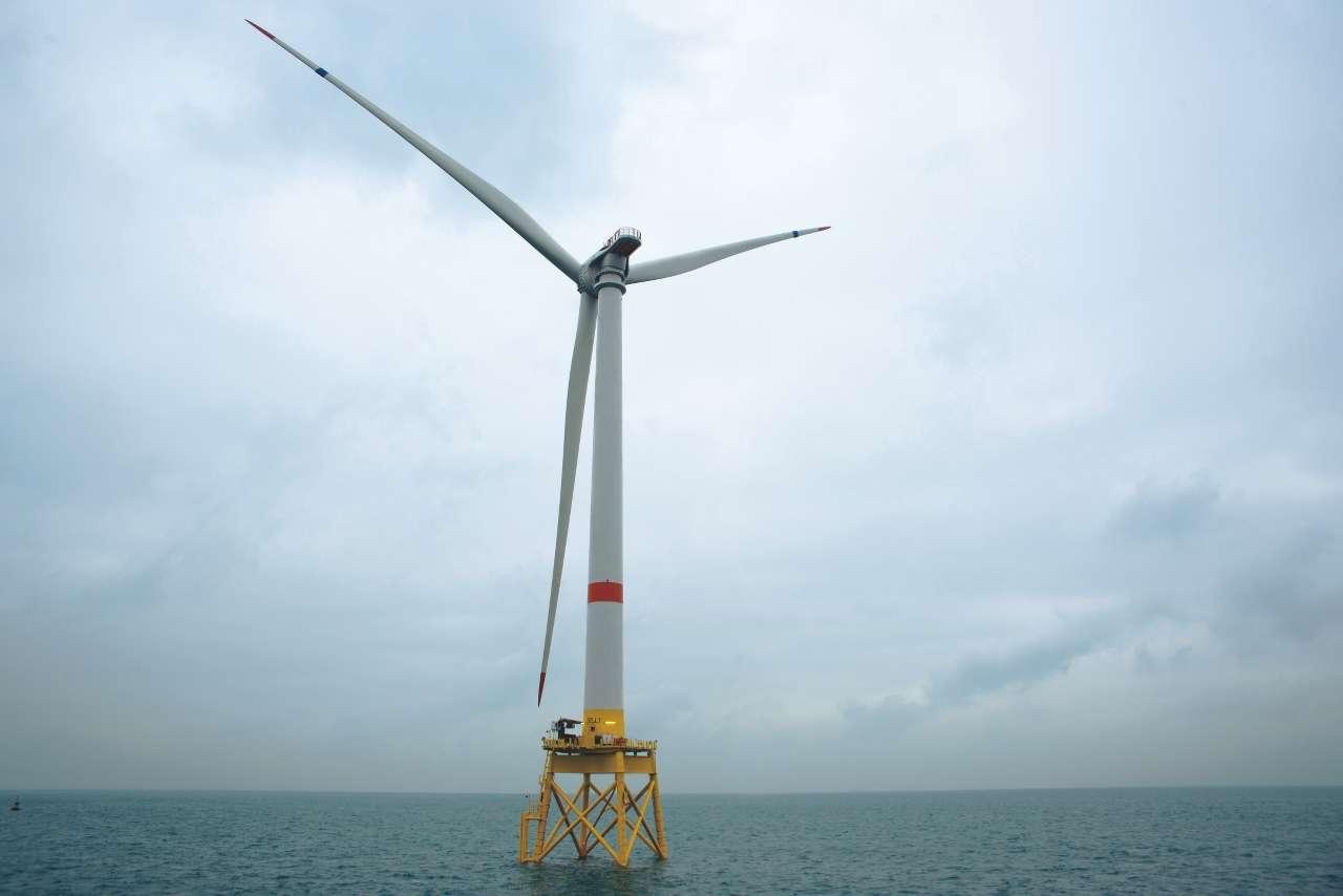 Par rapport aux éoliennes offshores actuelles, l'Haliade 150-6MW d'Alstom produit 40 % d'électricité en plus par kilogramme de matériaux entrant dans sa composition. © Alstom