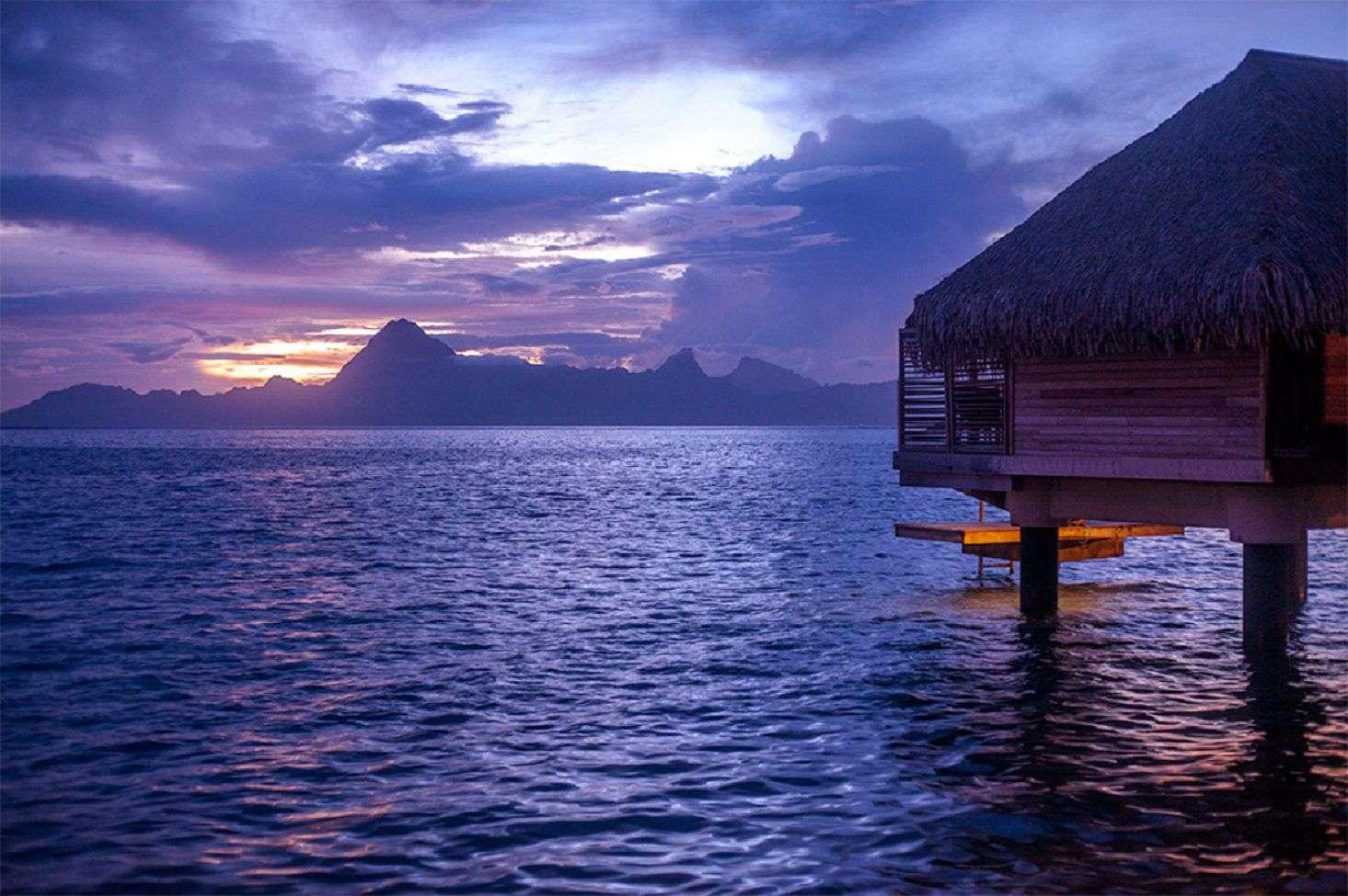 En Polynésie (ici Moorea vue de Tahiti), la hausse du niveau de l'océan aurait atteint 3,3 mm/an depuis 1950, soit plus que la hausse globale, selon une étude parue en 2015. © Daniel Chodusov, Flickr, CC by nd 2.0