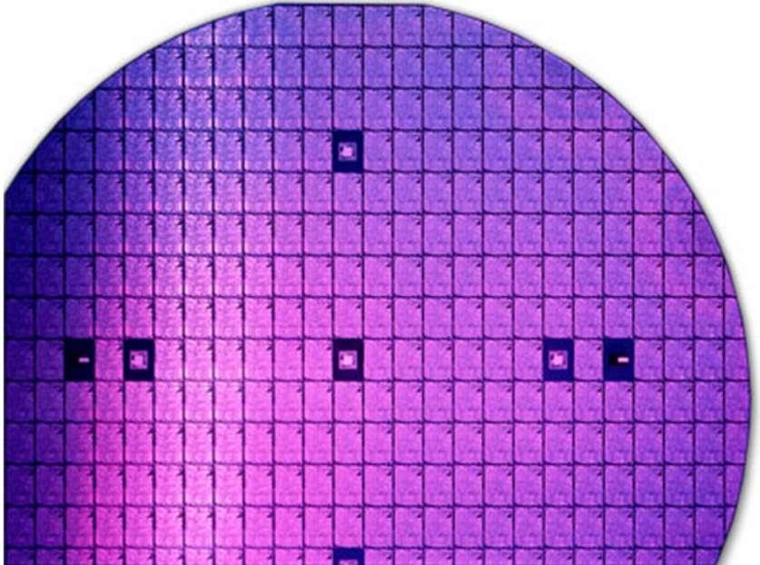 L'entreprise états-unienne Ostendo Technologies a mis au point un microprojecteur capable d'afficher des images holographiques. La technologie a été miniaturisée au point qu'un module peut être intégré dans un smartphone. La société affirme que les premiers modèles équipés de son microprojecteur sortiront avant l'été 2015. © Ostendo Technologies