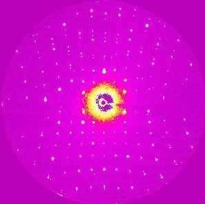 Cliché de diffraction des rayons X d'un matériau à transfert de charge obtenu avec une résolution temporelle de 100 ps.Crédits : http://www.cnrs.fr