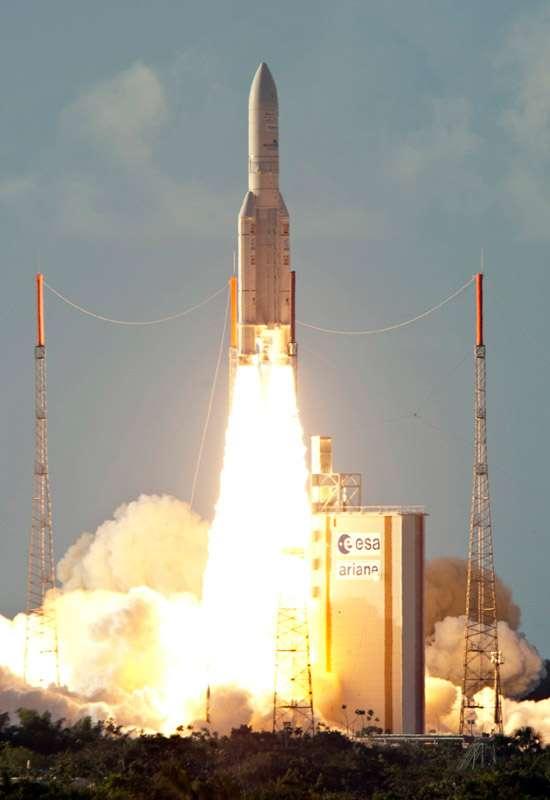 Avec 6 satellites lancés, sur les 11 mis en orbite depuis le début de l'année, ce 52e lancement d'Ariane 5 conforte la place de numéro un mondial d'Arianespace. Crédits Esa-Cnes-Arianespace / Optique vidéo du CSG