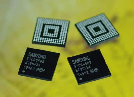 Les puces Samsung apportant la fonction USB sans fil. © DR
