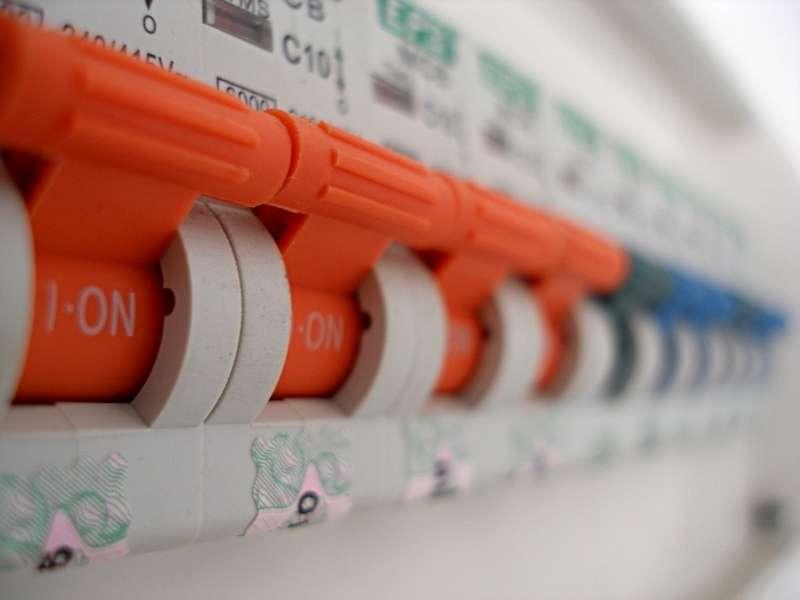 Le coupe-circuit sécurise un système électrique. Ici, un disjoncteur. © Volker2342, CC BY SA 3.0, Flickr