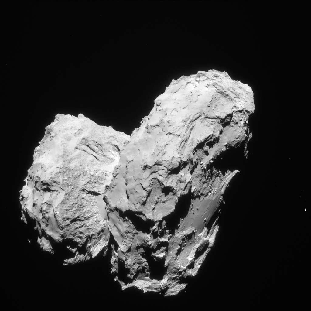 Le noyau bilobé de Tchouri photographié par la NavCam de Rosetta le 22 août 2014, à 63,4 km du centre de la comète. © Esa, Rosetta, Navcam, CC by-sa igo 3.0