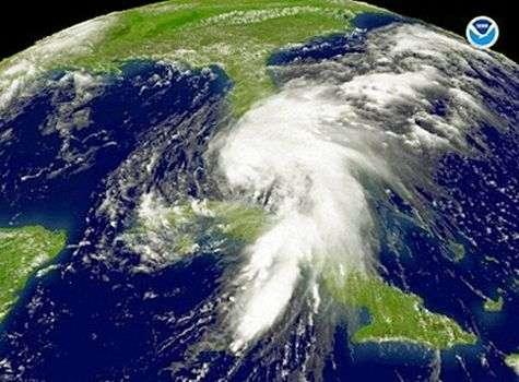 Fay aborde la Floride dans la matinée du 19 août 2008. Crédit NOAA.