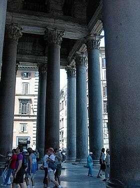 Un portique est un élément d'architecture qui précède un édifice. Ici le portique du Panthéon de Rome. © Adam Carr, CC BY SA 3.0, Wikipedia Commons