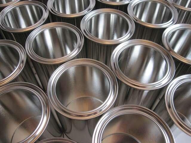 L'étain est un métal gris argenté notamment utilisé pour la fabrication de boîtes de conserve. © DutchAir, Pixabay, DP
