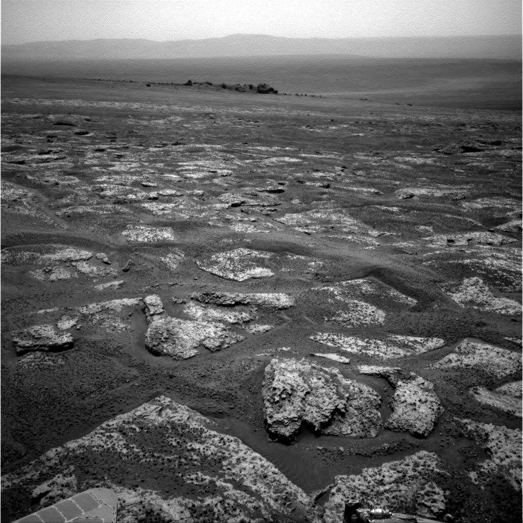 Cette image a été réalisée par la caméra de navigation d'Opportunity juste avant que le rover n'atteigne le bord du cratère Endeavour. © Nasa/JPL-Caltech